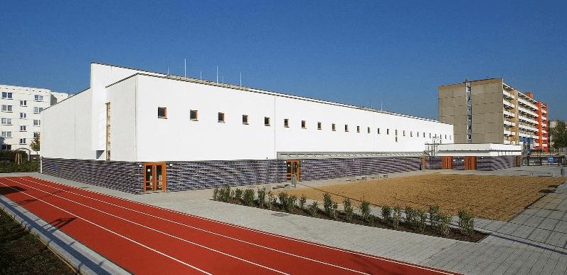 Sporthalle außen