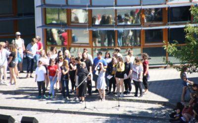 traditionelles Schulfest am letzten Schultag